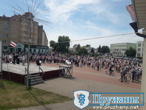 Пружаны:на митинг в поддержку Тихановской на площадь пришло в 10 раз больше людей,чем на День Города