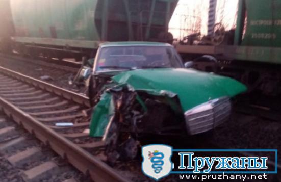 В Пружанском районе 16-летний подросток на легковом автомобиле попал под грузовой поезд,