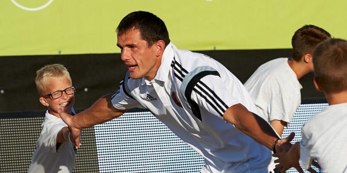 Шестикратный лучший пляжный футболист Беларуси Игорь Бриштель в своё время играл за ФК Пружаны