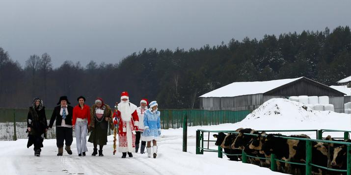 Беловежская пуща: дети позвали Дедушку Мороза, он вышел и выступил. Родители: лучше бы молчал.