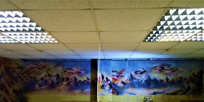 Фоторепортаж: как расписаны стены музея Афганской войны в Пружанском Дворце Культуры