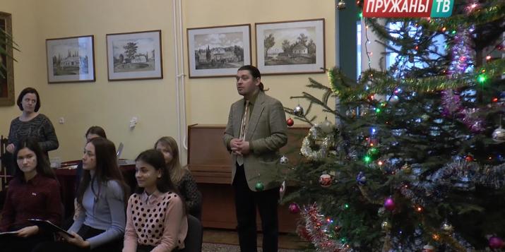 """В музее-усадьбе """"Пружанский палацик"""" прошли праздничные """"Лёгкие чтения"""""""