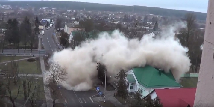 Видеофакт: 16.02.2019 в Ружанах взорвали здание бывшей зубопротезной поликлиники