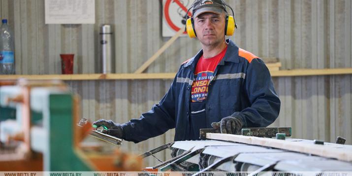 РЕПОРТАЖ: В переработке даже щепки: Пружанский лесхоз развивает производство в бывшем военгородке