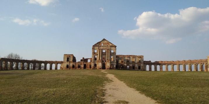Руины центрального корпуса и аркад Ружанского дворца планируют законсервировать