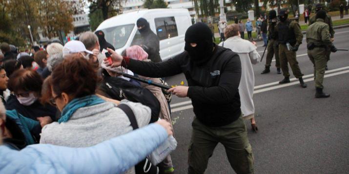 В Беларуси пенсионеры вышли маршем против Лукашенко: против них применили газ и светошумовые патроны
