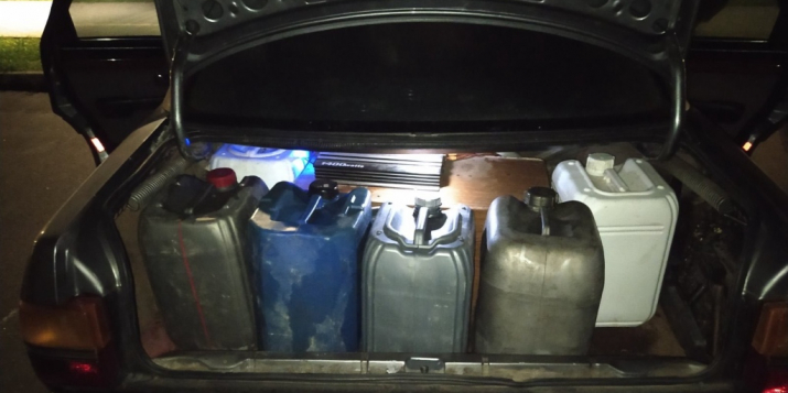 Безработные жители Пружанского района по ночам воровали топливо из большегрузов