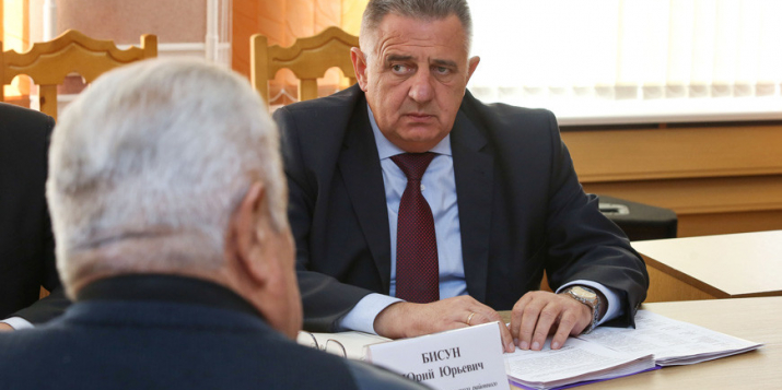 Послезавтра можно попасть на приём к главе Пружанского района в Ружанах, но надо записаться сегодня.