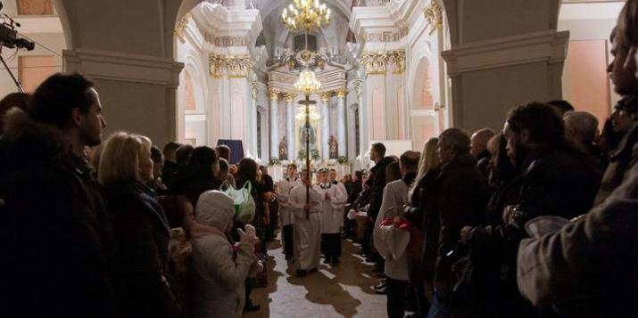 Как католики празднуют Пасху. Бискуп Великаселец: «Кожная цемра змяняецца святлом».