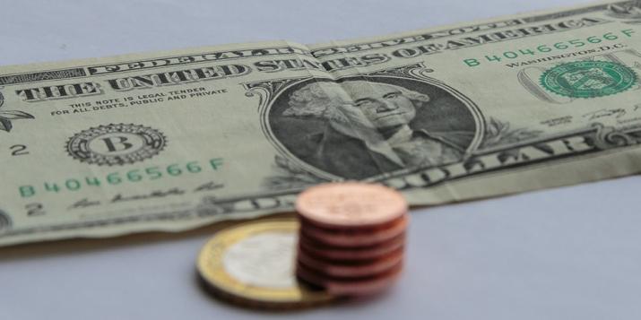 Сегодня в Беларуси доллар набрал больше 1,5 копейки и остановился в шаге от исторического максимума