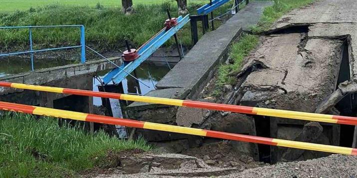 """В Пружанском районе на дороге """"Щерчево-Шерешево"""" обрушился железобетонный мост. Фото и видео"""