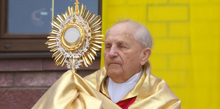 Сёння — 10 гадоў, як памёр кардынал Казімер Сьвёнтак, які таксама служыў вернікам у Пружанах