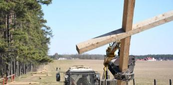 31 марта у православных началась Крестопоклонная неделя, а в Куропатах сегодня сносят кресты