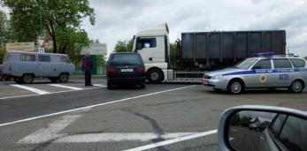 Фото сегодняшней аварии с участием фуры и легковушки на кольце в Пружанах