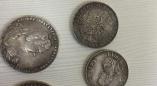 Аферистов с фальшивыми царскими монетами на авто с российскими номерами задержали в Лепеле