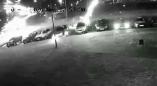 """В Пружанах в новогоднюю ночь фейерверк """"расстрелял"""" припаркованные автомобили. Смотрите видео"""
