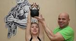 Репортаж о девушке из Пружан, которая за десять минут может 216 раз поднять 12-килограммовую гирю.