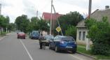 Новыя фота, як аўтамабілі паркуюццу на веладорожках у Пружанах, перашкаджаючы веласепедыстам