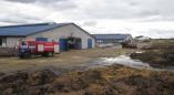 Выезды спасателей: здание склада, пожнивные остатки и лесной массив