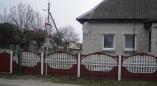 В Пружанах женщина попросила власти разрешить ей покрасить забор дома в красный и белый.Что ответили