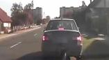 Происшествия Пьяный инструктор автошколы обучал девушку вождению в Пружанах(видео)