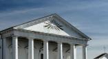 Глаз в треугольнике — самый растиражированный символ масонства. Он есть на храме в Пружанском районе