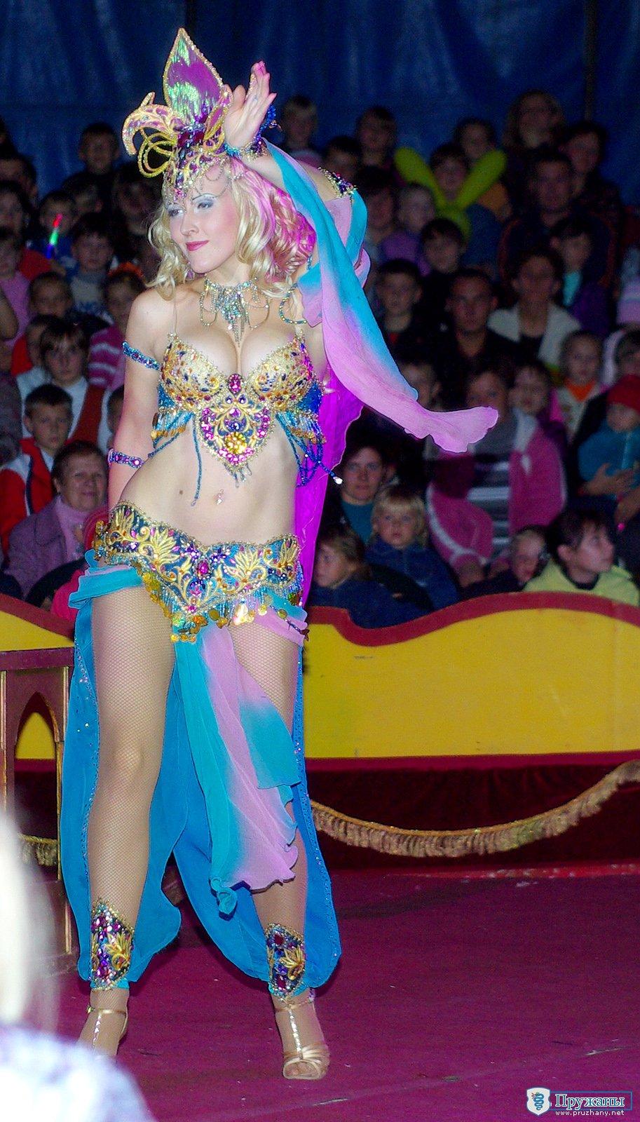 Девушка из цирка фото