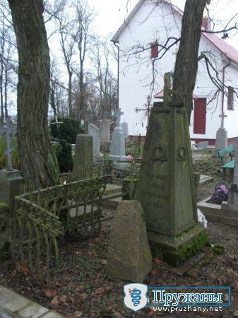 Что теряем вместе со старинными надгробьями?
